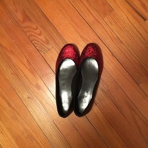 Red sparkle flats