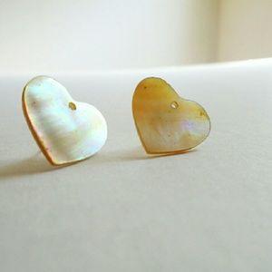 Jewelry - Heart shell earrings