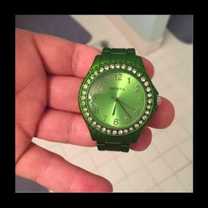 Accessories - Price dropped ⬇️ ⬇️ Dark green watch