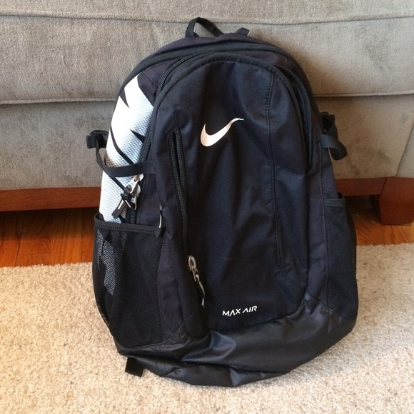 Brand new nike backpack with broken zipper. M 569672d1bf6df5398f001ce0 75738b31ca