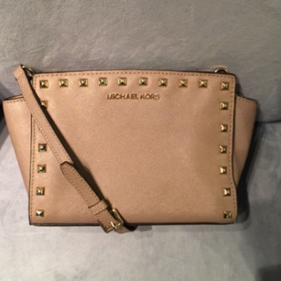 b11777b3dd2ec4 Michael Kors Bags | Selma Studded Medium Messenger Bag | Poshmark