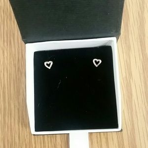 Jewelry - Heart stud earring