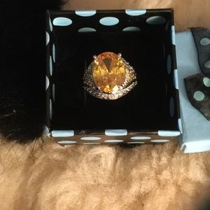 Jewelry - Stunning morganite ring with small topaz, 9