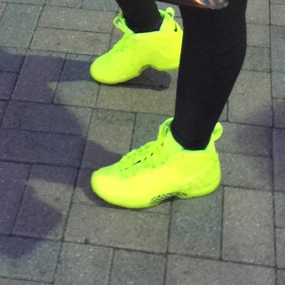257e177a1ed5 Nike Neon Foam Posites. M 5697ef76f739bc067a00475b