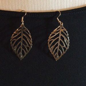 ❣❣Gold leaf dangling earrings
