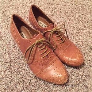 Steve Madden tan oxford heels
