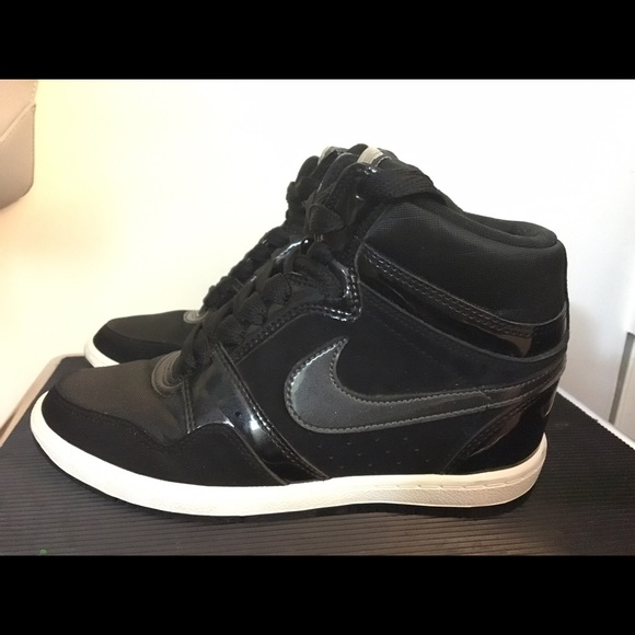 9d96700a13106 Nike Force Sky High Sneaker Wedge. M_569748c351e9eaf2470094fb