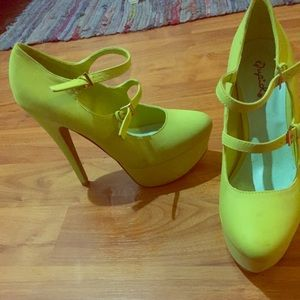 New lime neon green Mary Jane platform pumps heels