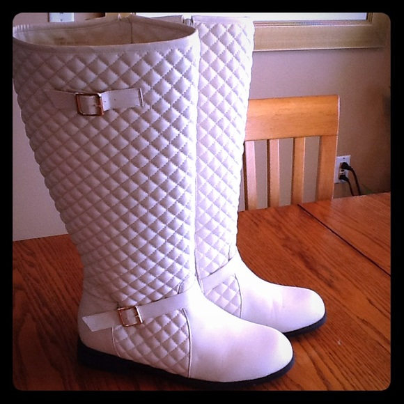 70 Off Comfortview Shoes 👢sale 👢cream Quilted Wide Calf