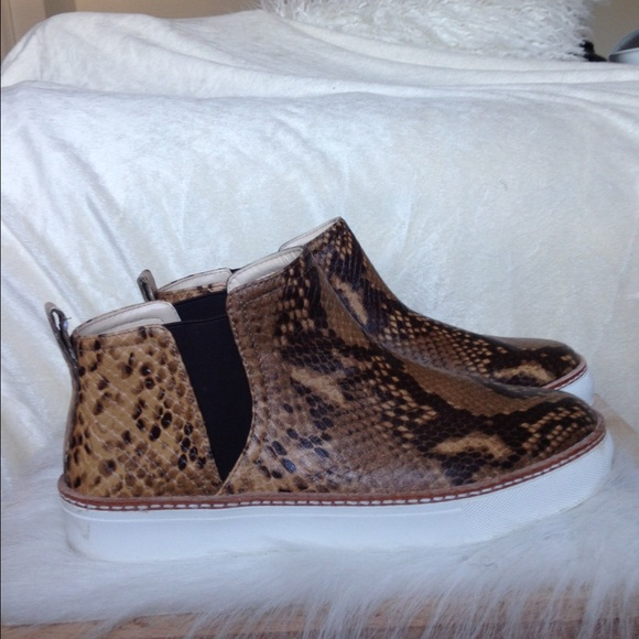 Zara Shoes - Zara Snakeprint Sneaks