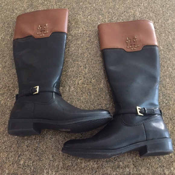 9695e525456 Tommy Hilfiger Drea black and brown boots