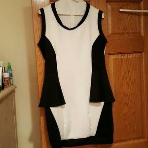 Final Venus black & white silky dress above knee.L