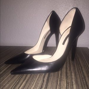 Black high heel pumps size 8