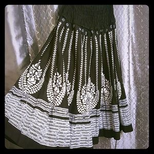 Dresses & Skirts - Party skirt with silver sequin detail!