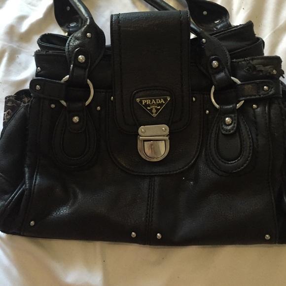 e39e555b52ec Used prada medium purse