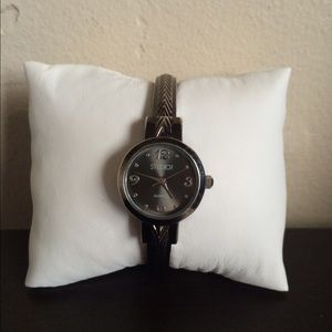 Jewelry - Studio watch