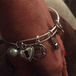 Jewelry - New trending bracelet