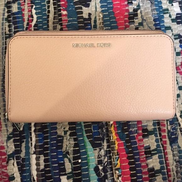 b14dd7fa73f5 Michael Kors Adele double zip wallet. M_56990d694e95a30cd8001606