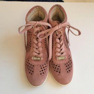 LIU JO Shoes - Soft pink wedge sneakers