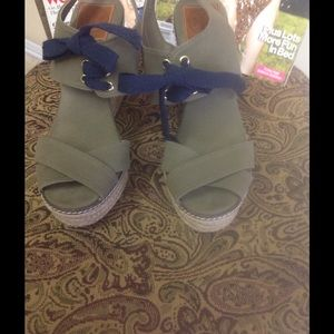 Tory Burch Wedge Sandals Size 9