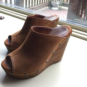 Sbicca Shoes - 💥Gorgeous Camel Leather Sbicca Wedges💥