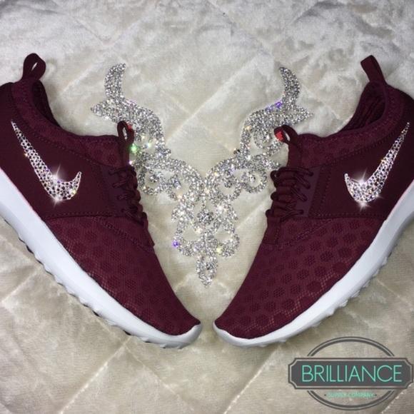 Maroon diamond Nike roshies