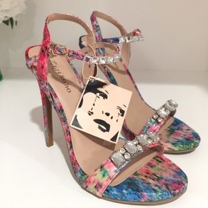 NEW Zigi Soho Watercolor Heel Sandals