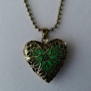 Jewelry - Glow in Dark Valentine Heart Pendant