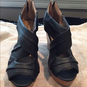 Black Charming Charlie wedges