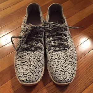 Shoes - Knit Black and White Lace Up Sneakers 8.5