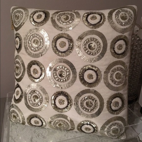 Nicole Miller Other Final Markdowndecorative Pillows Poshmark Stunning Nicole Miller Decorative Pillows