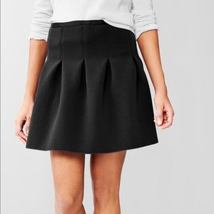 GAP pleated stretch scuba skirt
