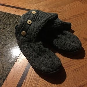 Knitted UGG size 7