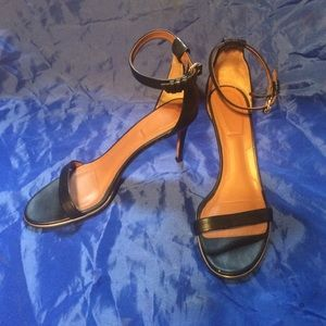 Givenchy black leather strappy sandals. Sz 39