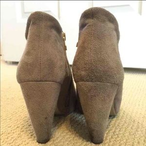 2f657c990b2 Steve Madden Shoes - Steven madden Paulina Chelsea boot peep toe bootie