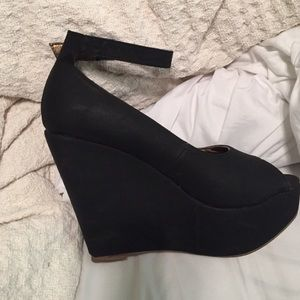 Cathy Jean Black Wedge!!