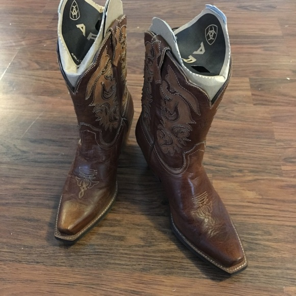 75ef25059 Ariat Shoes | Artiat Cowgirl Boots Flat Pointed Toe Worn Once | Poshmark