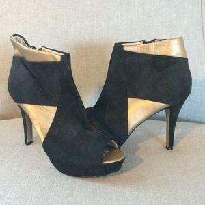 Black and Gold ShoeDazzle Peep Toe Booties Size 8