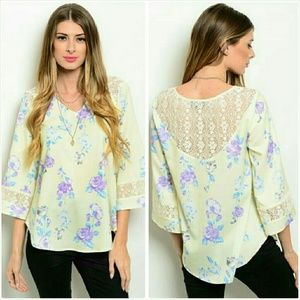 Floral blouse tunic top Size Medium 9/10 NWT