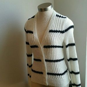 .LOFT...NWOT... .GORGEOUS .SWEATER..