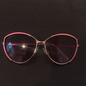 Accessories - Cute pair of sunglasses with pink rim/pink tint
