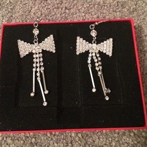 Bow earrings!