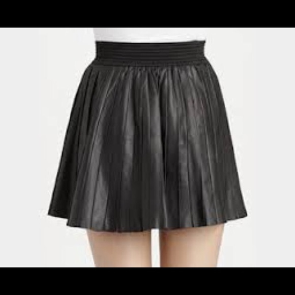 328b5854a7 Parker pleated leather mini skirt. Parker. M_569c604ba72265830d04e07e.  M_569c604b78b31cdc8f011ad4. M_569c604cf739bca2a3011809