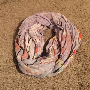 UO Map/Arrow infinity Scarf