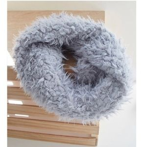 Accessories - NWT shaggy faux fur infinity scarf