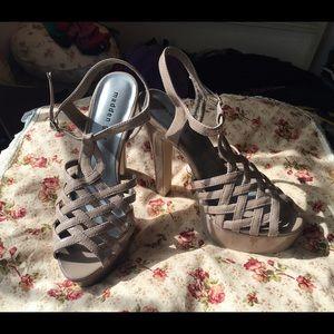 Steve Madden madden girl nude patent heels 8.5