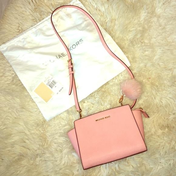 606c27816d9523 Michael Kors Bags | Selma Messenger Pale Pink | Poshmark
