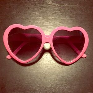 Accessories - Adorable pink heart sunglasses😍