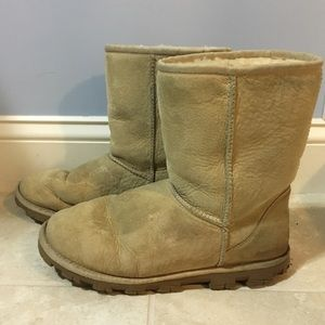 UGG Shoes - UGG Australia Essential Short Boots, Size 9