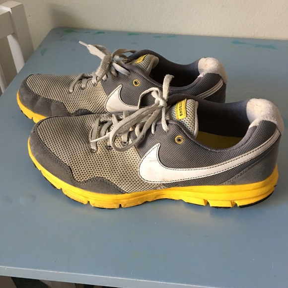 separation shoes 1a8e9 0d0c2 Livestrong Nike running shoes. M 569e47dd4225be0792000cae